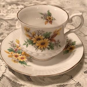 VTG Royal Minster fall florals teacup & saucer set